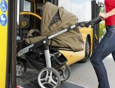 В Казани при резком торможении автобуса из коляски выпал двухлетний малыш